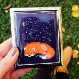 Tabatěrka se spící liškou (náhled)