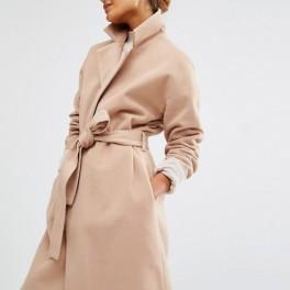 Béžový kabát (náhled)