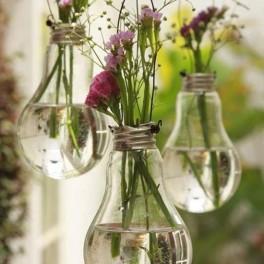 Květinová dekorace z žárovek (náhled)